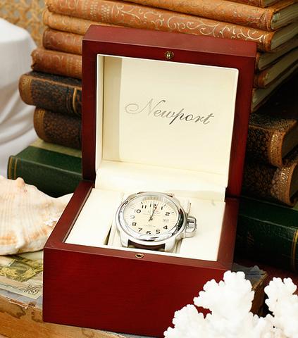 Armbandsur från Newport